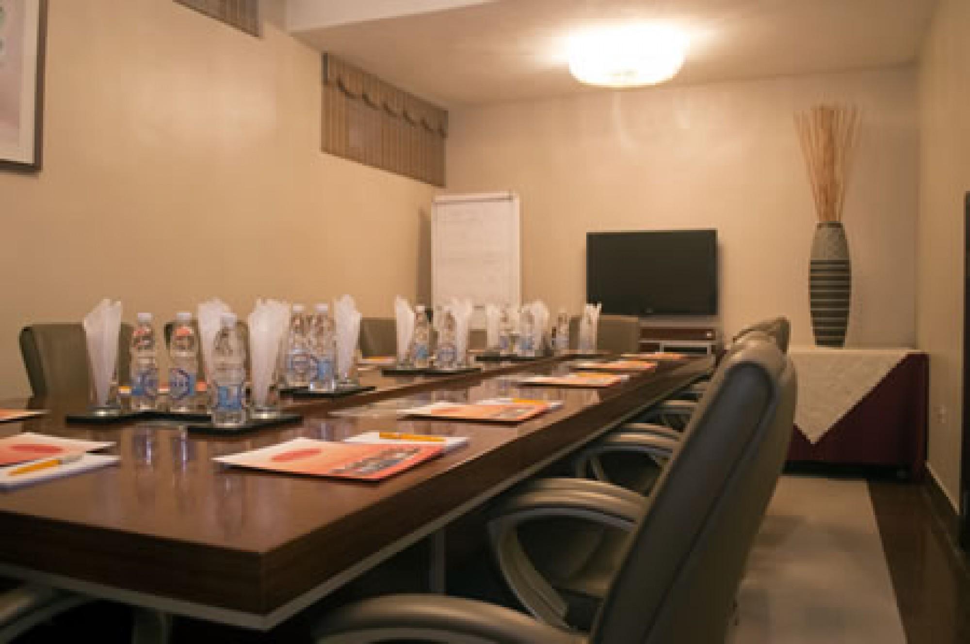 boardroomgrandbeesuiteshotelinikeja14770670981970495518_thumb.jpg